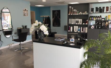 Le salon de coiffure Nuances avec sa caisse iPad sur Melkal