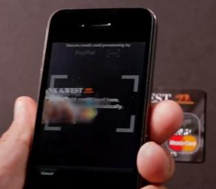 Positionnez le mobile sur la carte de crédit pour la scanner