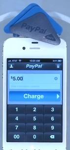 Fixation du lecteur de carte bancaire PayPal Here sur l'iPhone